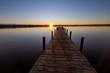 Sonnenuntergang Steg Starnberger See mit Alpen glattes Wasser