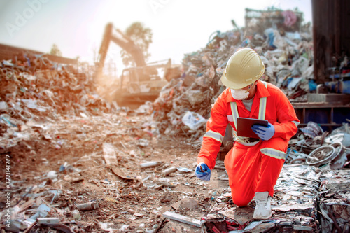 Fotografie, Obraz Officers who dress tightly and meet work standards Inspecting large waste For so