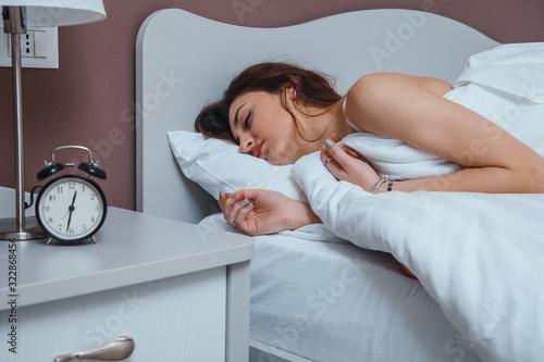 Photo adolescente si sveglia la mattina a letto