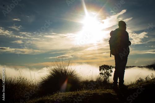 Fotografía Man climbing moorland
