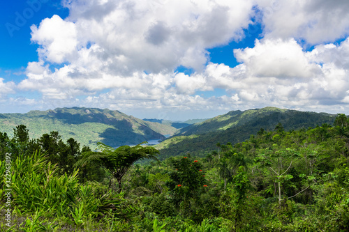 Cuba, Escambray Mountains from the Hanabanilla Look Out Tableau sur Toile