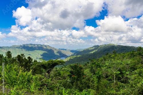Fotografiet Cuba, Escambray Mountains from the Hanabanilla Look Out