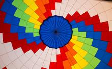 Patchwork Coloré D'une Toile De Montgolfière Vu De L'intérieur