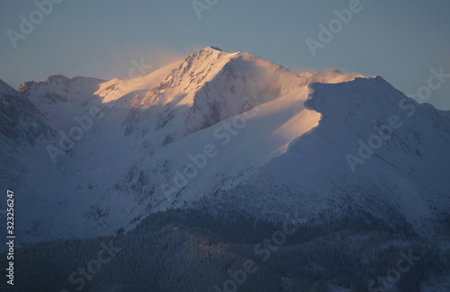 Fototapeta Wołoszyn, Koszysta i Waksmundzka Dolina - wschód słońca Tatry zima obraz