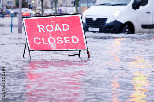 Cuadros en Lienzo Road flood closed sign under deep water during bad extreme heavy rain storm weat