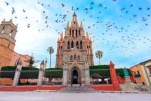 Parroquia Archangel Iglesia Jardin Plaza San Miguel De Allende, México. Parroaguia Creada En El Siglo XVI.