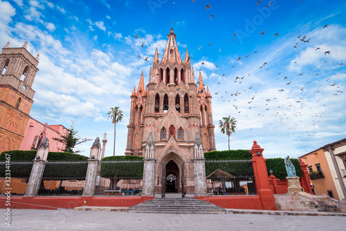 Fototapeta Parroquia Archangel iglesia Jardin Plaza San Miguel de Allende, México