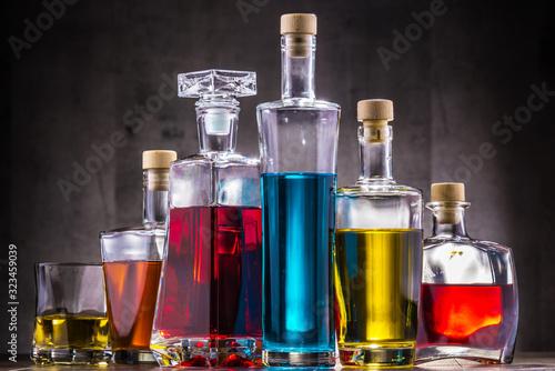 Fotografía Carafe and bottles of assorted alcoholic beverages.