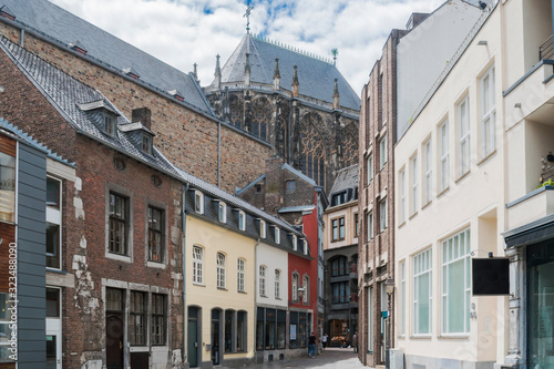 Photo View of Aachen cathedral façade and skyline detail in cloudy day in summer, Aachen Germany