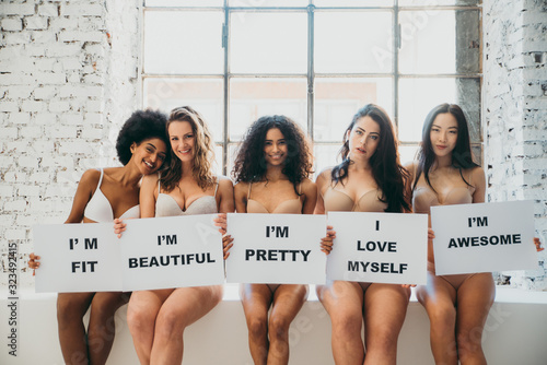 Group of women with different body and ethnicity posing together to show the woman power and strength. Curvy and skinny kind of female body concept - fototapety na wymiar