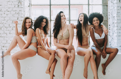 Carta da parati Group of women with different body and ethnicity posing together to show the woman power and strength