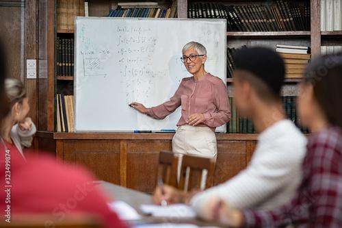 Photo Teacher explaining maths to university class