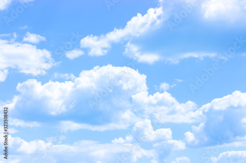 Photo Blue sky with white clouds, cloudscape idyllic clear cloudy sky with cumulus clouds