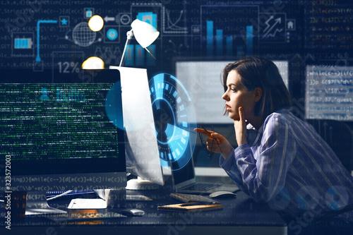 Carta da parati Female programmer working in office