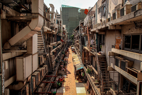 Fotomural Crowded alley way in the slums of Bangkok City showing poverty and the reality o