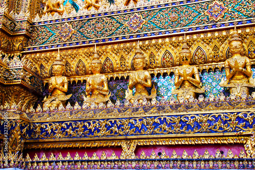 Photo Sculptures in the temple in the Grand palace area