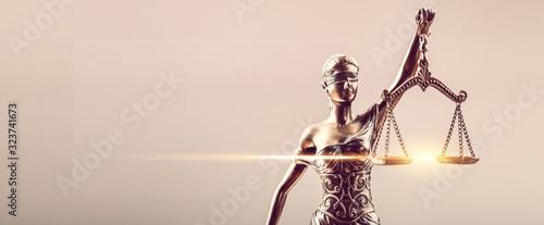 Obraz na plátně Bronze sculpture of Themis blind and holding empty balance
