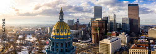 Foto Colorado State Capitol Building & the City of Denver Colorado at Sunset
