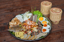 Thai Favorite Dish, Som Tam Thad,Papaya Salad In Tray,Have A Seafood,salted Egg,Cockle,crap,shrimp