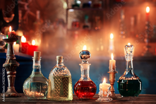 Foto magic potions in bottles on wooden background