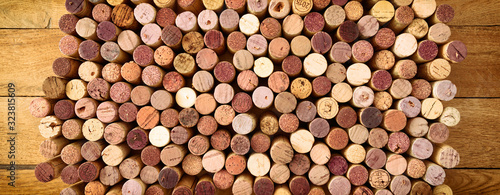 Cuadros en Lienzo Very high resolution photo of standing red wines used corks arranged in rows and columns on wooden rustic background