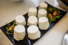Piccole Ricottine Salate Servi...