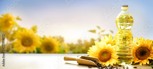Fotografie, Obraz edible sunflower oil product food industry