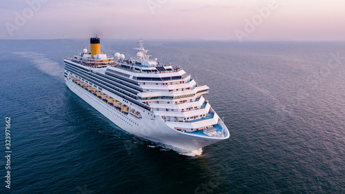 Cuadros en Lienzo Aerial view large cruise ship at sea, Passenger cruise ship vessel