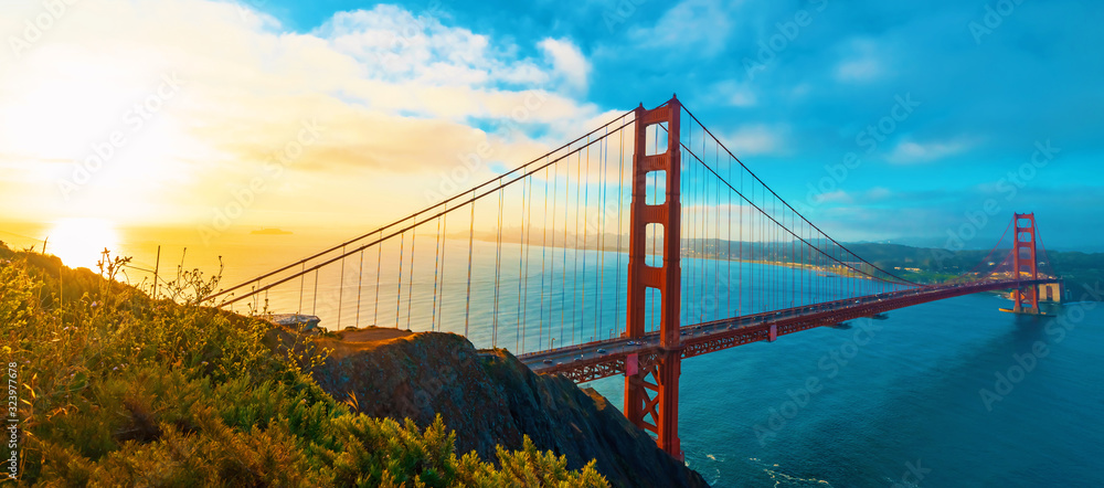 Fototapeta San Francisco's Golden Gate Bridge at sunrise from Marin County