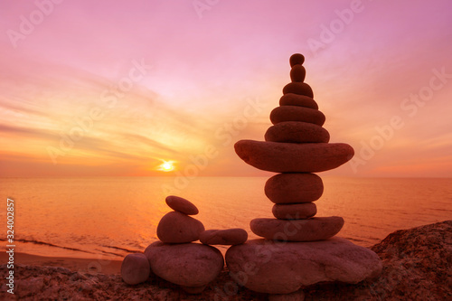 Fotografía Stones balance on a background of sea sunset