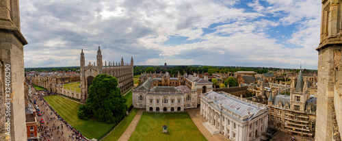 Canvas Aerial view of the King's College and cityscape