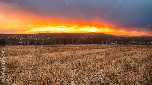 zachód słońca , małopolska, przed deszczem - 324060095