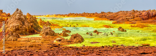 Photo Colorful incredible abstract apocalyptic landscape like moonscape of Dallol Lake