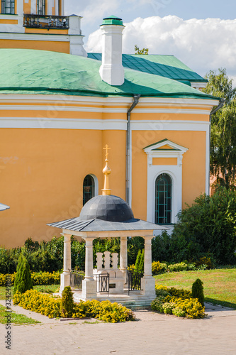 Ortodox Chapel near Cathedral of the Beheading of John the Baptist in Zaraisk Kr Fototapet