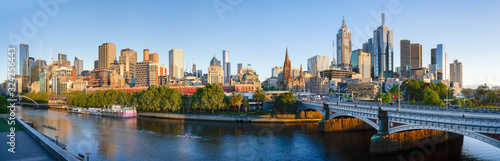 Photo Panorama view of beautiful Melbourne cityscape skyline at sunrise in Australia