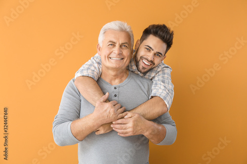 Carta da parati Young man and his father on color background