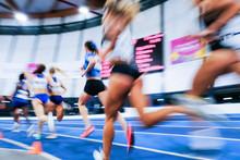 Sport Athlétisme Course Coureur Feminin Femme Flou Compétition Piste Stade Jo Olympique