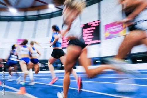sport athlétisme course coureur feminin femme flou compétition piste stade jo ol Canvas Print