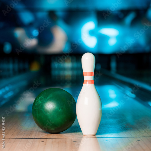 Canvas Print selective focus of bowling ball and skittle on skittle alley in bowling club