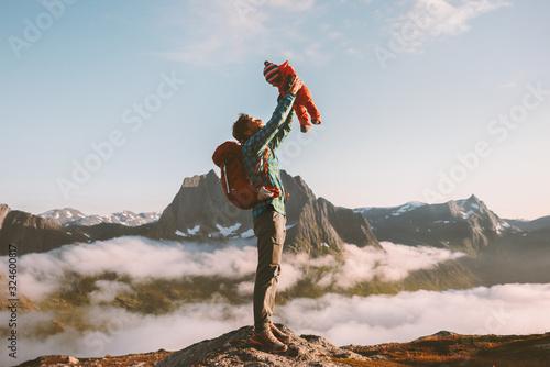 Fotografiet Father holding up baby in mountains happy family travel vacations with kids hike