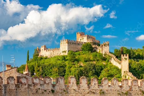 Obraz Castle Soave in Veneto, Italy - fototapety do salonu