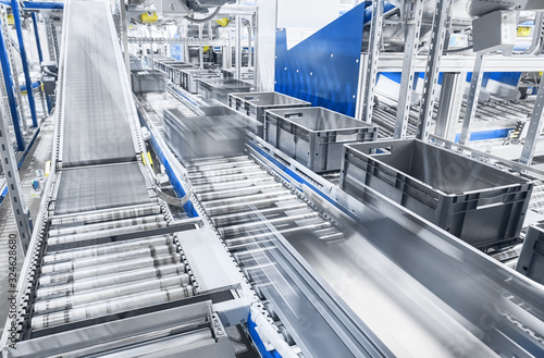 Modern conveyor system with boxes in motion, shallow depth of field Fototapet