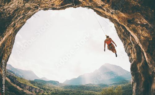 Fototapeta Rock climber hanging on a rope. obraz