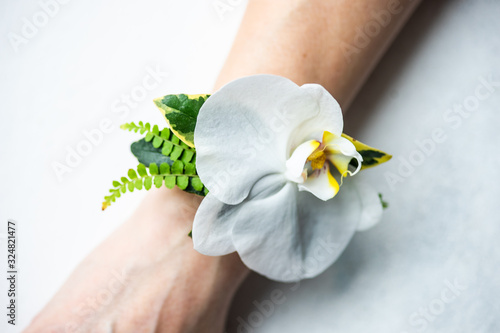 Valokuvatapetti Floral woman composition as a bracelet