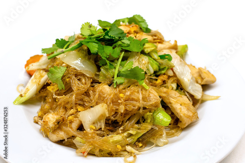 Fototapeta Pad woon sen is a particularly delicious Thai noodle dish. Woon sen are thin glass noodles made of rice or bean.They're typically stir-fried with meat, vegetables, sauces and egg. obraz