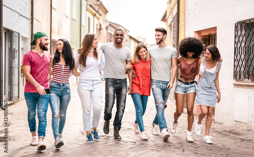 Foto Multiracial millennial friends walking in city center - Happy guys and girls hav