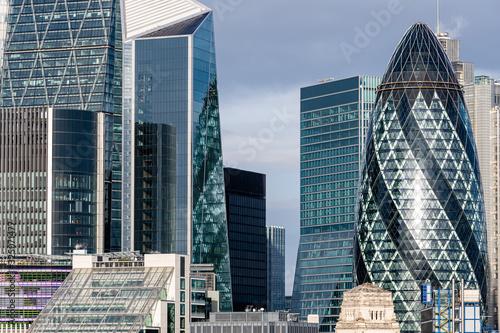Obrazy Londyn   slynne-drapacze-chmur-w-finansowej-dzielnicy-londynu-anglia-wielka-brytania