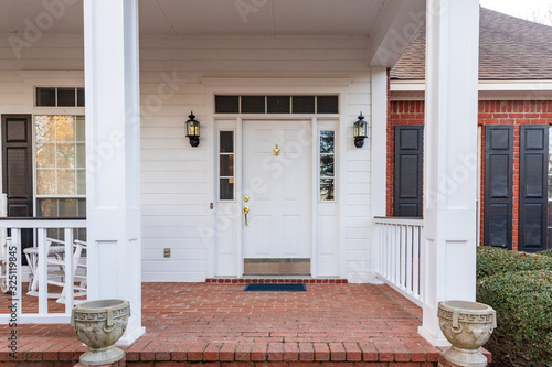 Foto Front door and porch of a residential home