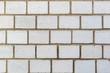Oberfläche weißer Kalksandsteine einer Außenwand