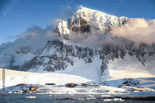 Photo British Base of Port Lockroy in Antarctica